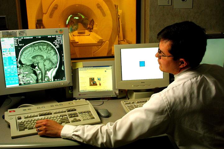 исследование с помощью МРТ