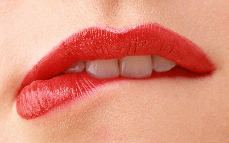 Кусание языка и губ